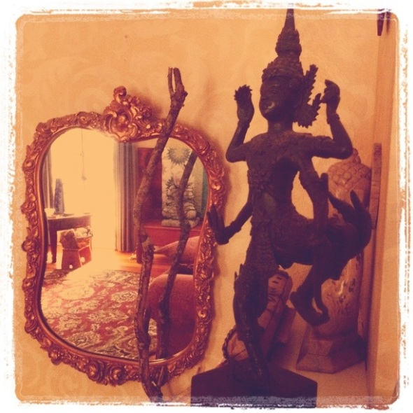 Shiva joyous / vibrant, a statue / in motion! Haikumages