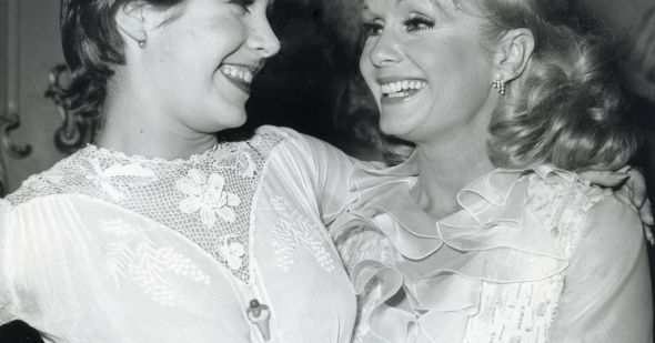 2937200-debbie-reynolds-et-carrie-fisher-1973-opengraph_1200-1